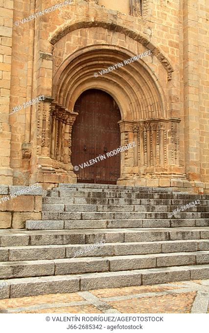 West door of the old Cathedral of Plasencia. Cáceres