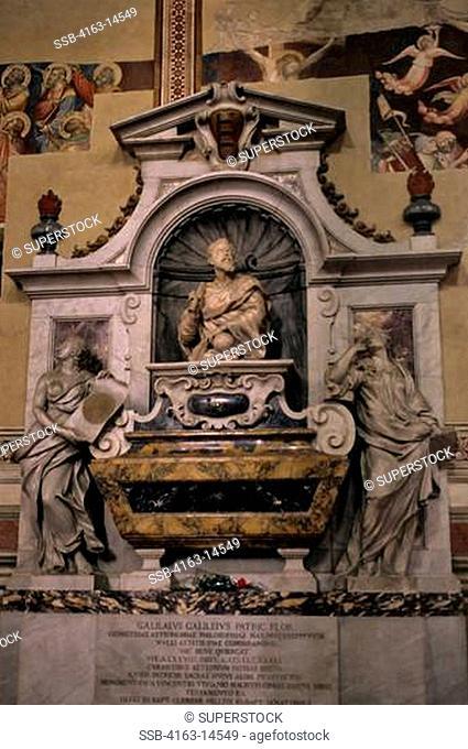 ITALY, FLORENCE, SANTA CROCE CHURCH, INTERIOR, FUNERARY MONUMENT TO GALILEO GALILEI