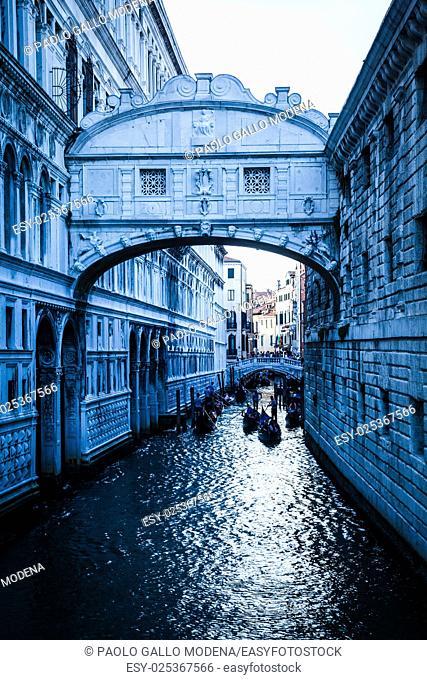 Tourists in gondolas sailing on the Rio de Palazzo o de Canonica Canal under the Bridge of Sighs (Ponte dei Sospiri) in Venice, Italy