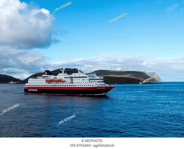 coastal express near Havöysund - Havöysund, Finnmark, Norway, 27/08/2016