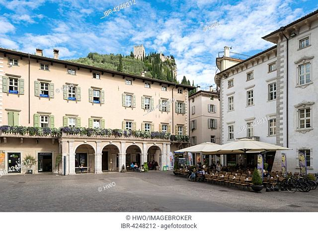 Historic centre, Piazza 3 Novembre, castle behind, Arco, Trentino-Alto Adige, South Tyrol, Italy