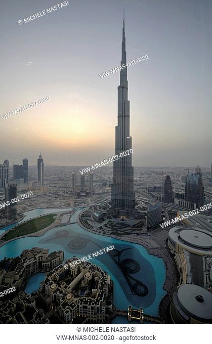 Burj Khalifa, S.O.M, Skidmore, Owings & Merrill, Dubai, UAE, 2010 grand view at dusk, DUBAI, UNITED ARAB EMIRATES, Architect