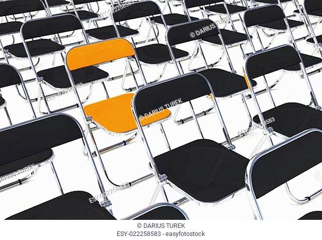 Ein Klappstuhl in der Menge Schwarz Orange