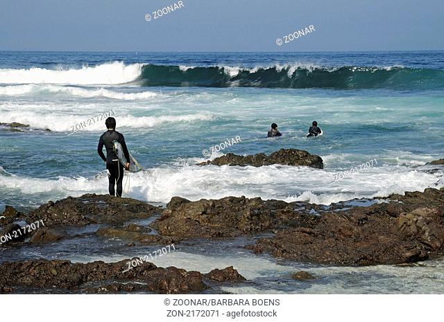surfer, kids, coast, Kueste, Kinder, Iquique, Norte Grande, northern Chile, Nordchile, Chile, South America, Suedamerika