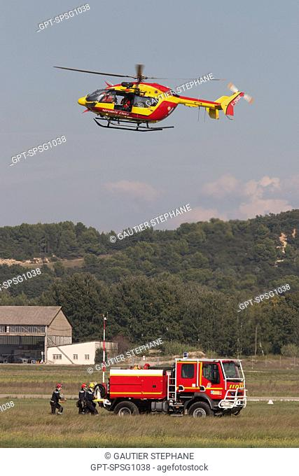 FOREST FIRE EXERCISE WITH A HELICOPTER FROM THE CIVIL EMERGENCY SERVICES, 121ST NATIONAL FRENCH FIREFIGHTERS CONGRESS, AVIGNON, VAUCLUSE (84), FRANCE
