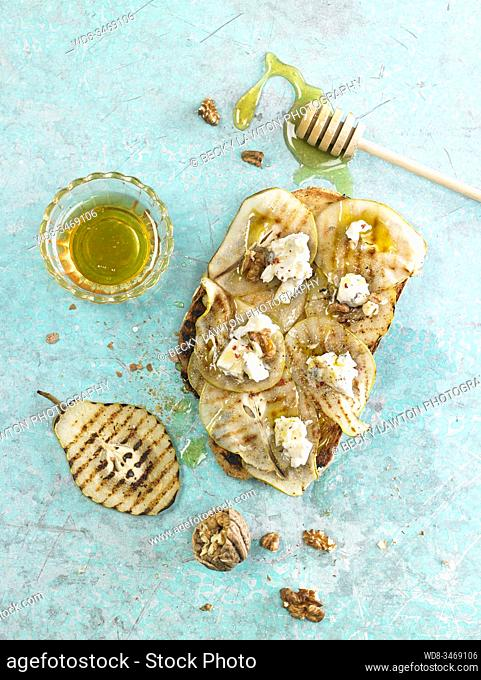 bruschetta de peras asadas / roasted pears bruschetta