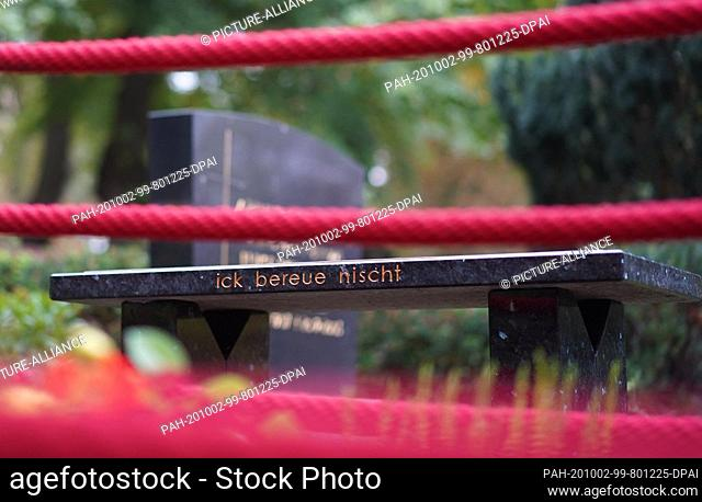 """02 October 2020, Berlin: On the grave of the late boxer Graciano Rocchigiani, the words """"""""ick bereue nischt"""""""" (I don't regret anything) are engraved on a marble..."""