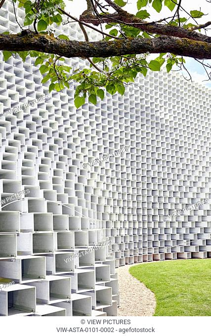 Structure sweeping under the branches of a tree. SERPENTINE PAVILION 2016, London, United Kingdom. Architect: BIG / BJARKE INGELS GROUP, 2016