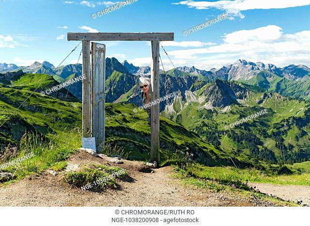 Porta Alpina pointer on the saddle at Nebelhorn