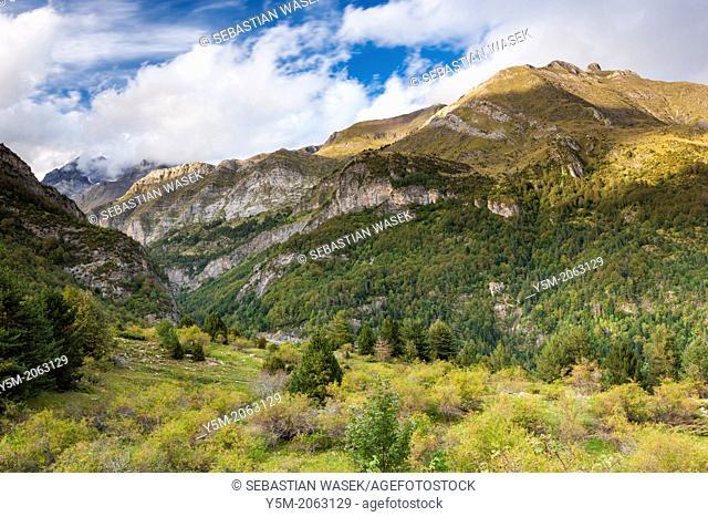 View from Valley D'Otal over Valley of the River Ara, Parque Nacional de Ordesa y Monte Perdido, Pyrenees, Huesca province, Aragon, Spain, Europe