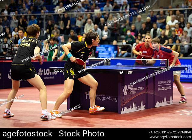 31 January 2020, Saxony-Anhalt, Magdeburg: Table tennis: German Open, women, doubles, semi-finals, Solja/Mittelham (Germany) - Chen/Wang (China)