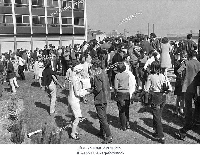 A lull in the student protests, Nanterre, Paris, May 1968. Widespread protests and riots by students opposed to the policies of the government of President De...