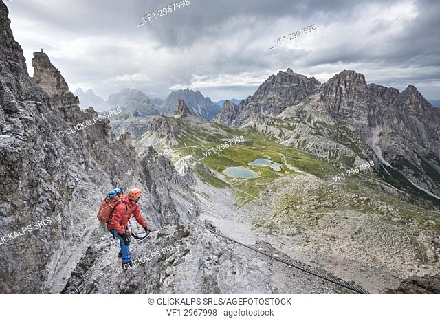 "Sesto / Sexten, province of Bolzano, Dolomites, South Tyrol, Italy. Climber on the via ferrata """"De Luca-Innerkofler"""" to the Mount Paterno"