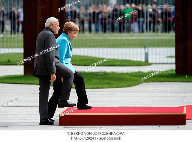 German Chancellor Angela Merkel (CDU, R) receives Indian Prime Minister Narendra Modi with military honours in front of the German Chancellery in Berlin