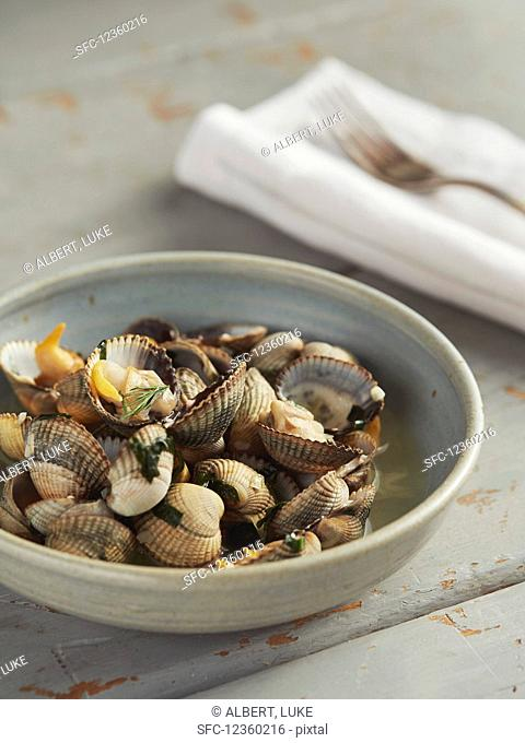 Steamed cockles in bowl