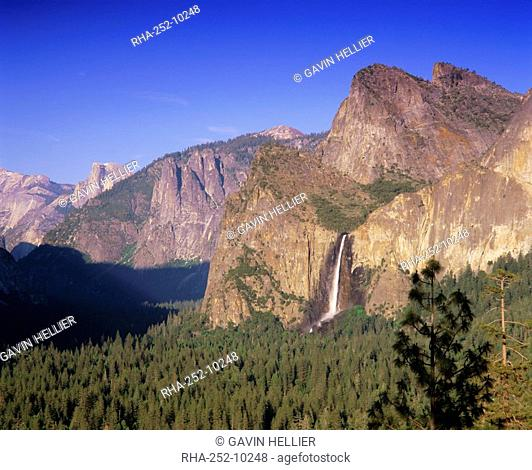 Bridalveil Falls and Yosemite Valley, Yosemite National Park, UNESCO World Heritage Site, California, USA, North America