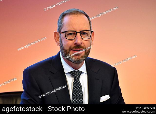 Dr. Stefan KAMPMANN (CTO, member of the management), single image, cut single motif, portrait, portrait, portrait. OSRAM LICHT AG Annual General Meeting 2020 on...