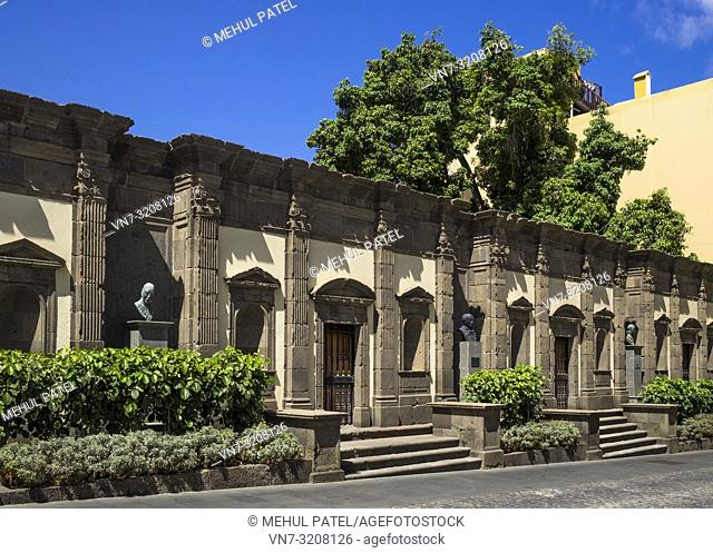 Side exterior of the Palacio Episcopal in old town of Las Palmas de Gran Canaria, Gran Canaria, Canary Islands, Spain. The Palacio Episcopal is located in the...
