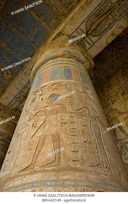Column in the colonnade of the second court with hieroglyphs of Ramses III, Medinat Habu or Haboe, West Bank, Luxor, Nile Valley, Egypt, Africa