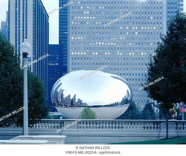 MILLENIUM PARK, E. RANDOLPH, CHICAGO, USA, FRANK O GEHRY & ASSOCIATES, EXTERIOR, CLOUD SCULPTURE BY ANISH KAPOOR ON SBC PLAZA