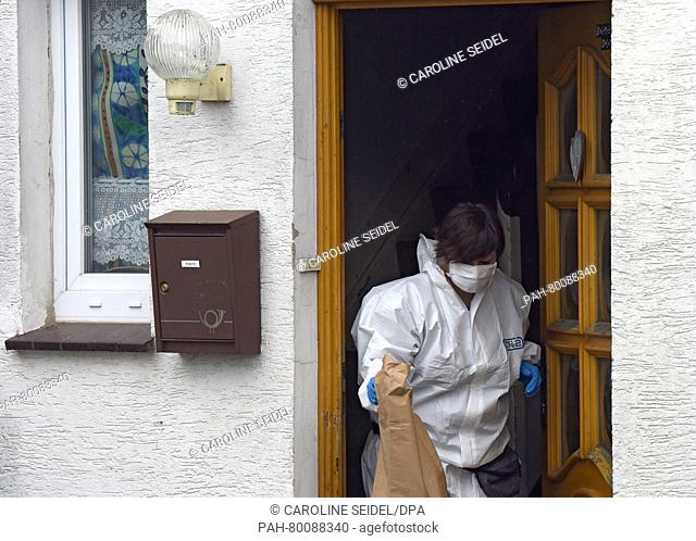 A member of the crime scene unit stannding in the door of the house of the accused married couple in Hoexter, Germany, 3 May 2016