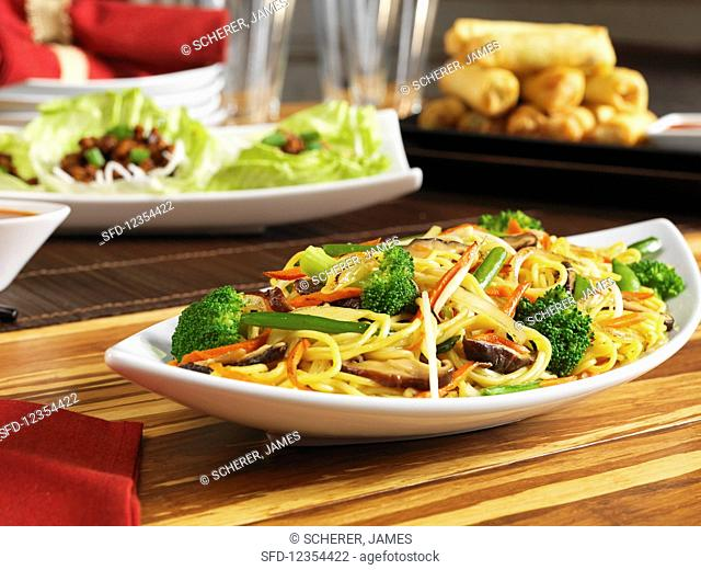 Fried noodles with vegetables and shiitake mushrooms