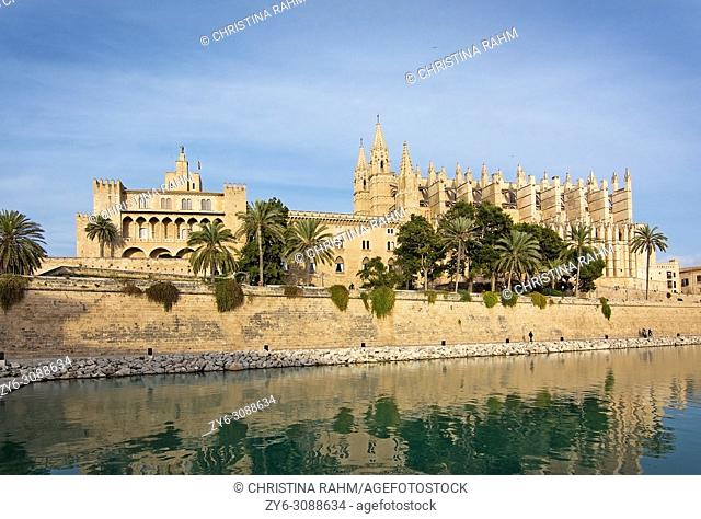 Landmarks La Seu cathedral and Almudaina castle in Palma de Mallorca, Balearic islands, Spain