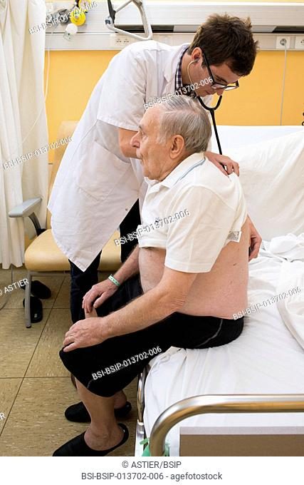Reportage in the Internal Medecine and Geriatrics service in Saint-Philibert hospital in Lille, France. An extern examines a patient in his hospital room