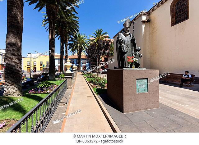 Statue of Pope John Paul II, Plaza de la Conception in the historic old town of San Cristóbal de La Laguna