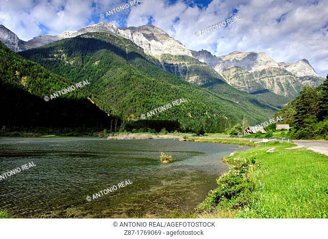 Valle de Pineta  Parque Nacional de Ordesa  Pirineos  Bielsa  Huesca