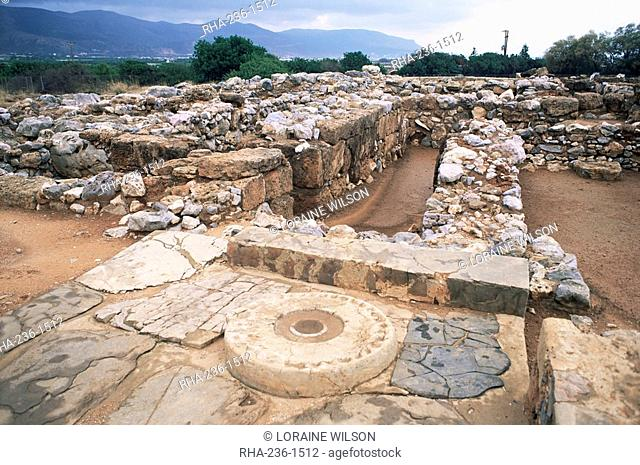 Presumed offering table, Minoan palace of Mallia, dating from 1900 BC, Crete, Greek Islands, Greece, Europe