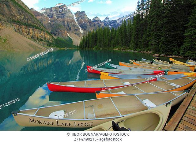 Canada, Alberta, Banff National Park, Moraine Lake, boats,