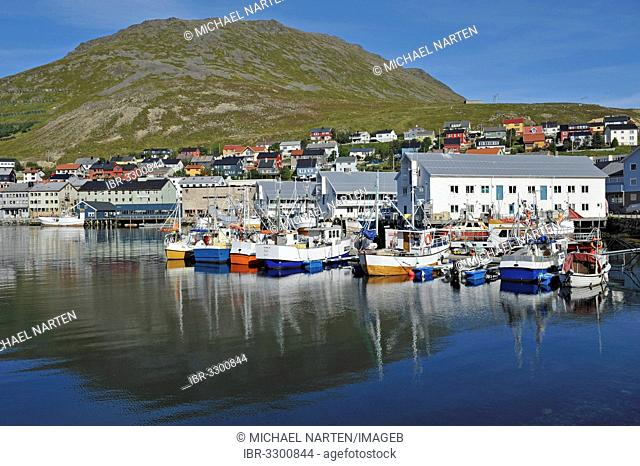 Boats and small ships in the harbour of Honningsvåg