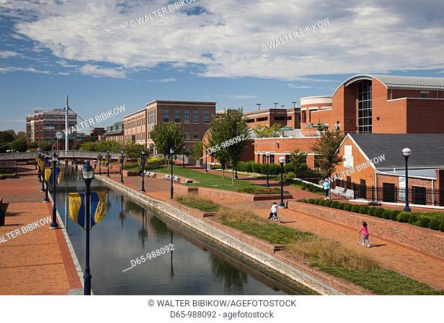 USA, Maryland, Frederick, Carroll Creek Park, creekside buildings
