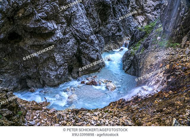 Die Schlucht Höllentalklamm bei Grainau, Garmisch-Partenkirchen, Oberbayern, Bayern, Deutschland   Höllentalklamm gorge near Grainau, Garmisch-Partenkirchen