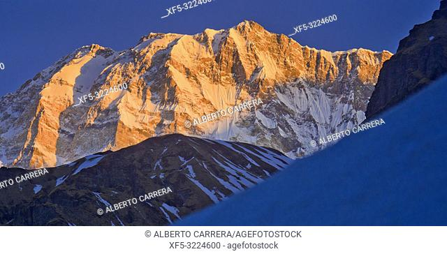 Annapurna I, Annapurna Range Sunrise, Trek to Annapurna Base Camp, Annapurna Conservation Area, Himalaya, Nepal, Asia