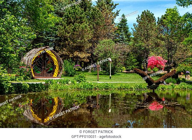 STAINED GLASS WORKSHOP AND VEGETAL SCULPTURE OF A CANADIAN GOOSE IN FLIGHT, MOSAICULTURE, BOTANICAL GARDEN, EDMUNDSTON, NEW BRUNSWICK, CANADA, NORTH AMERICA