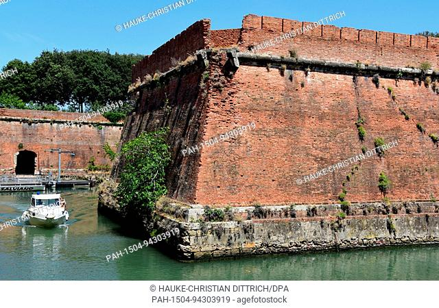 A motorboat in a canal of Venezia Nuova in front of the historical fort Fortezza Nuova in Livorno (Italy), 19 July 2017. | usage worldwide