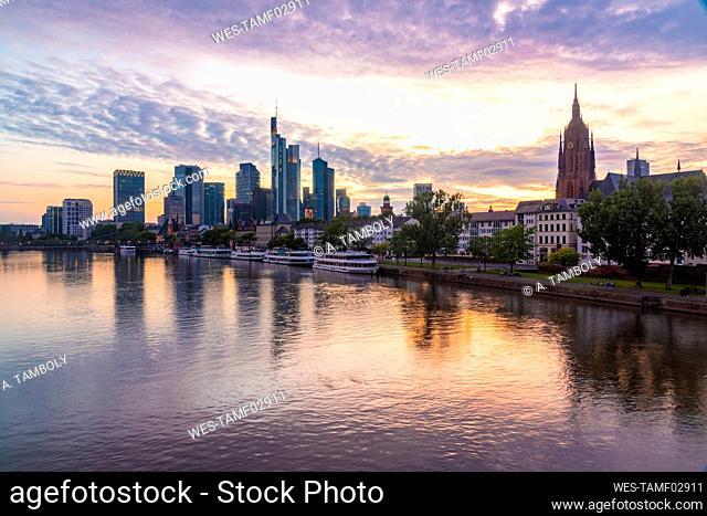 Germany, Hesse, Frankfurt, Bank of river Main and Mainhattan skyline at sunset