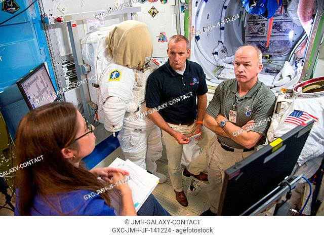 NASA astronaut Jeff Williams (right), Expedition 47 flight engineer and Expedition 48 commander; and Canadian Space Agency astronaut David Saint-Jacques...