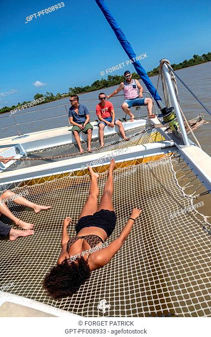 NAVIGATING ABOARD THE CATAMARAN LA HULOTTE IN THE DIRECTION OF THE SALVATION'S ISLAND, FRENCH GUIANA, OVERSEAS DEPARTMENT, SOUTH AMERICA, FRANCE