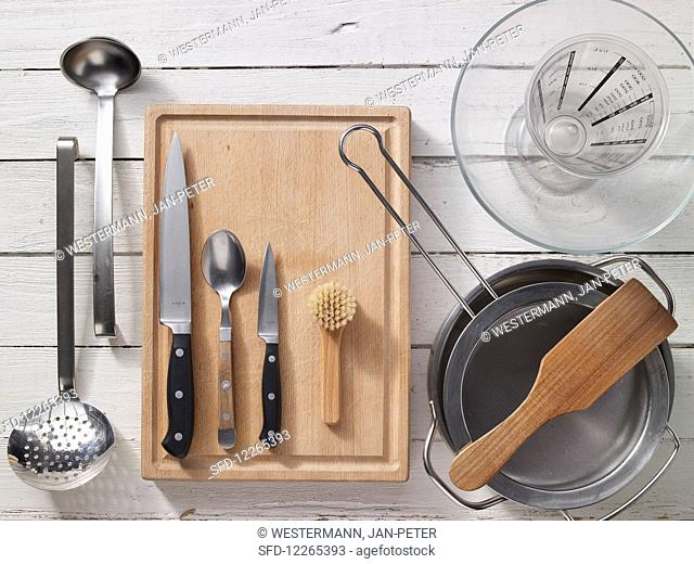 Utensils for the preparation of a mussel dish