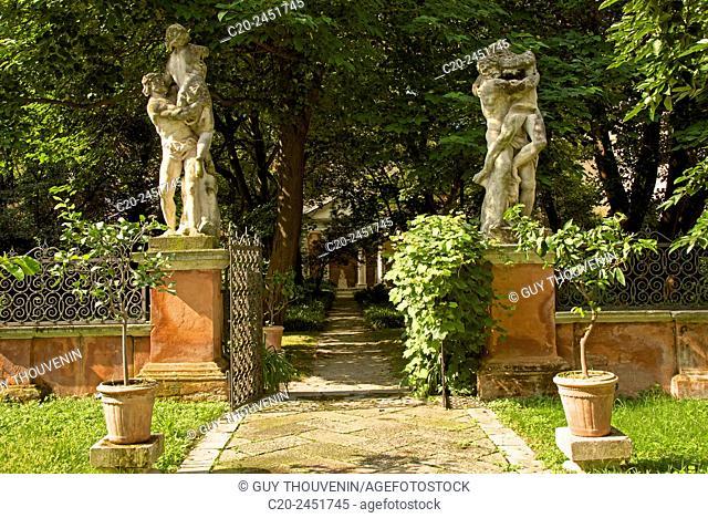 Statues,Garden, Palazzo Soranzo Capello, Venice, Venetia, Italy