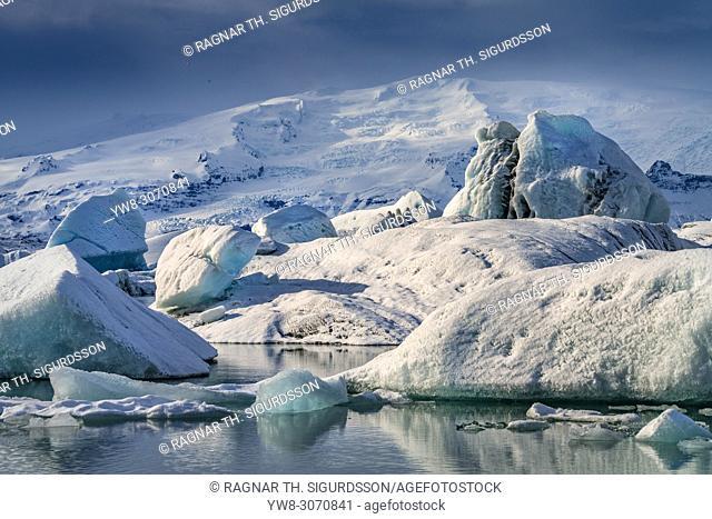 Icebergs in the Jokulsarlon, Breidamerkurjokull Glacier, Vatnajokull Ice Cap, Iceland.