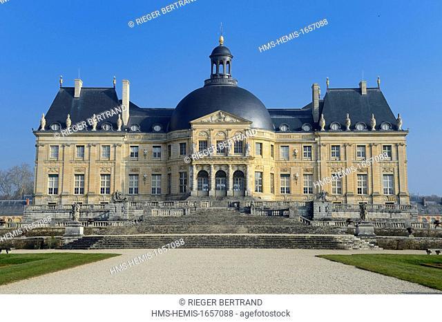 France, Seine et Marne, Maincy, Chateau de Vaux le Vicomte, southern facade of the castle and the A la Francaise gardens created by Le Notre