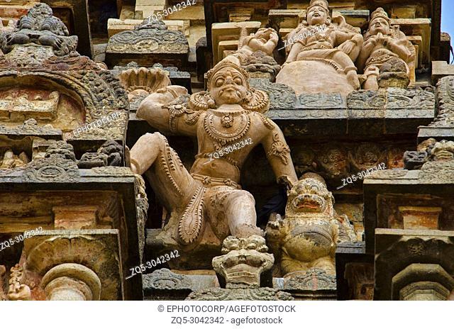 Carving details on the outer wall of Airavatesvara Temple, Darasuram, near Kumbakonam, Tamil Nadu, India. Hindu Shiva temple of Tamil architecture