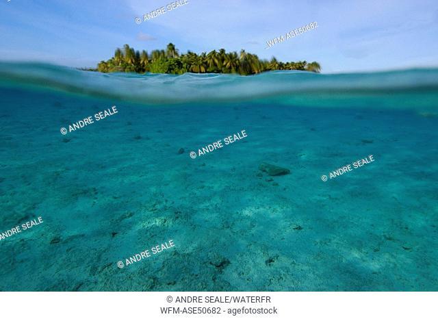 Over under image sandy bottom, Majikin Island, Namu Atoll, Pacific, Marshall Islands