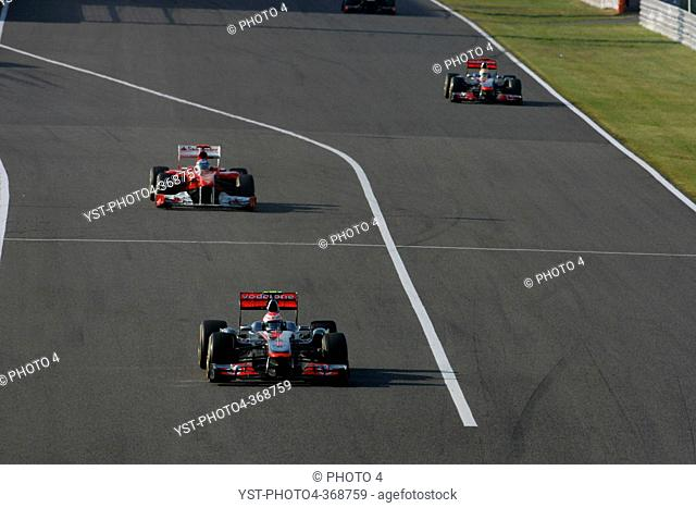Race, Jenson Button GBR, McLaren Mercedes, MP4-26 leads Fernando Alonso ESP, Scuderia Ferrari, F-150 Italia, F1, Japanese Grand Prix, Suzuka, Japan