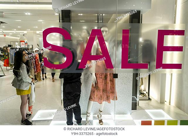 Sale sign in the window of a Zara store in Hudson Yards in New York on Sunday, July 7, 2019. (© Richard B. Levine)