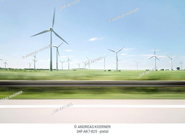 Windpark am Straßenrand